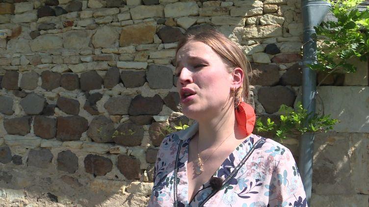 Une chanteuse d'opéra se produit dans une ferme auvergnate. (FRANCEINFO)
