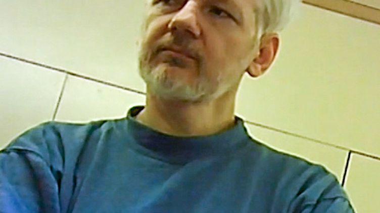 Une photo, publiée le 9 juin 2019, de Julian Assange dans la prison de Belmarsh, à Londres. (RUPTLY / AFP)