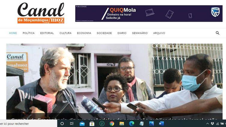 """Photo de Une de l'hebdomadaire """"Canal de Moçambique"""", interview d'un journaliste, après l'incendie criminel qui touché le journal indépendant. Le 24 août 2020. (Canal de Moçambique)"""