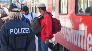 Des policiers en poste à Passau (Allemagne), le 21 septembre 2015. (CITIZENSIDE.COM / FRANK BIETAU / AFP)