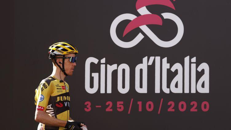 La Jumbo Visma du Néerlandais Steven Kruijswijk, contrôlé positif au Covid-19, s'est retiré du Giro (LUCA BETTINI / AFP)