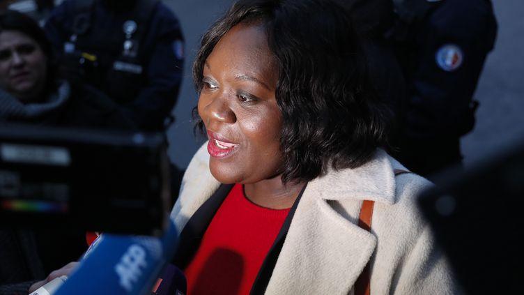 Laetitia Avia, députée La République en marche (LREM), répond aux questions des journalistes devant le siège du parti à Paris, le 16 février 2020 (photo d'illustration). (ZAKARIA ABDELKAFI / AFP)