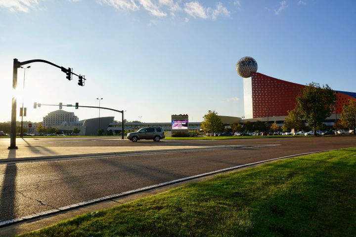 Le casino Golden Moon au bord de l'autoroute qui traverse la réserve Choctaw, le 26 octobre 2020. (MARIE-VIOLETTE BERNARD / FRANCEINFO)