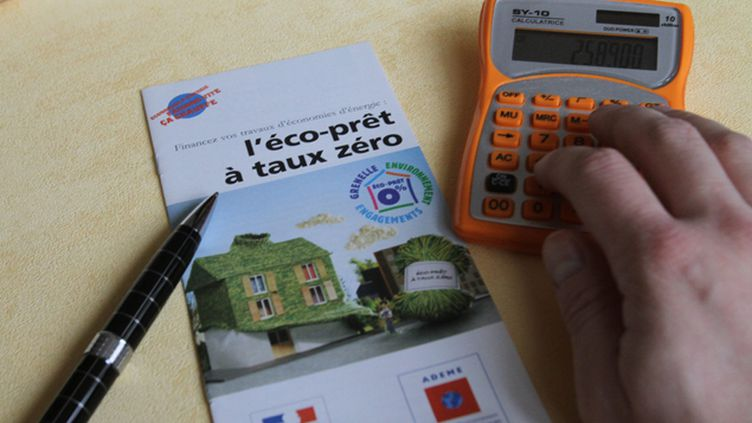 (Le Pret a Taux zero (PTZ) est un pret bancaire ou social dont le taux d interet est equivalent à 0 % © Maxppp)