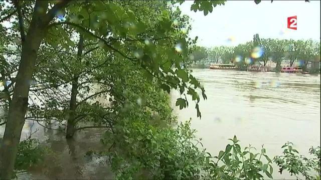 VIDEO. Intempéries : vingt-quatre heures avec des habitants touchés par les inondations
