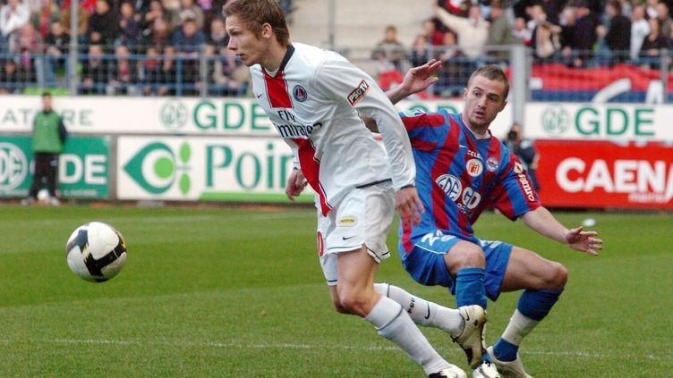 Clément Chantôme (PSG) face à Reynald Lemaître (Caen) en 2008. (ROBERT FRANCOIS / AFP)