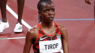 La KényaneAgnes Jebet Tirop à l'arrivée du 5 000 m des Jeux Olympiques de Tokyo, le 30 juillet 2021. (FAZRY ISMAIL / MAXPPP)