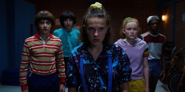 Eleven(Millie Bobby Brown), Lucas (Caleb McLaughlin), Mike (Finn Wolfhard), Will (Noah Schnapp) et Max (Sadie Sink) font face à une nouvelle menace venue de l'Upside Down. (NETFLIX)