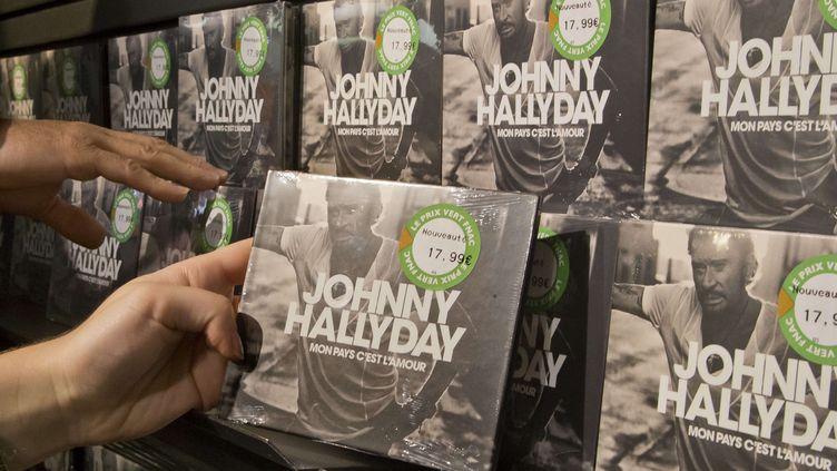 L'album posthume de Johnny Hallyday dans un magasin parisien le 19 octobre 2018.  (Michel Euler/AP/SIPA)