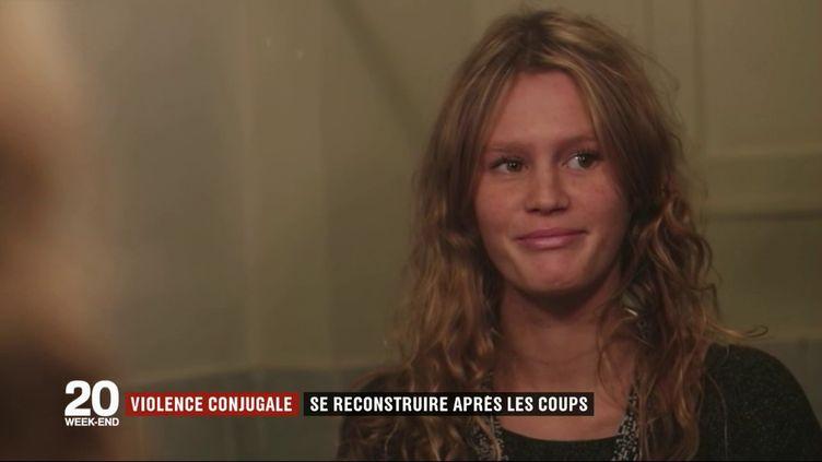 Victime de violences conjugales, Maëlle témoigne sur France 2, le 24 novembre 2017. (FRANCE 2)