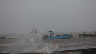 L'ouragan Maria arrive sur la Guadeloupe, le 18 septembre 2017. (ANDRES MARTINEZ CASARES / REUTERS)