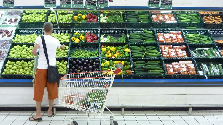 Sur un an, l'inflation a progressé de 2,3 %. En octobre, les prix ont pris plus 0,2 % par rapport à septembre. (SOPHIE LAUTIER/AFP)