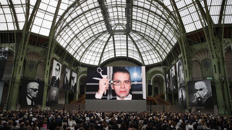 Au Grand Palais à Paris, l'hommage au couturier Karl Lagerfeld le 20 juin 2019 (FRANCOIS MORI/AP/SIPA / AP)