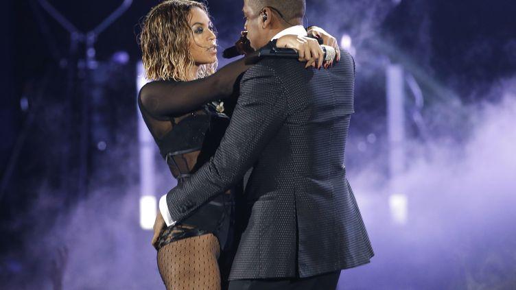 """Beyoncé et Jay-Z interprètent """"Drunk in Love"""" sur la scène des 56es Grammy Awards à Los Angeles (Etats-Unis), le 26 janvier 2014. (MARIO ANZUONI / REUTERS)"""