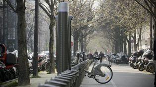 Comme les transports en commun, les Velib' ont été rendus gratuits pour limiter la circulation automobiles. ( MAXPPP)