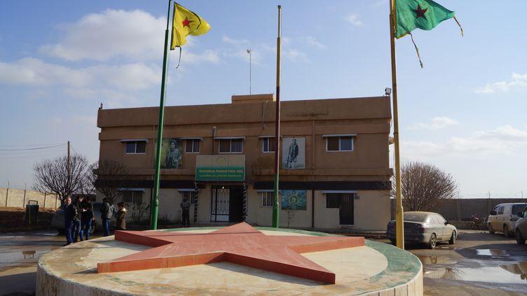 Le tribunal de Qhamishi, au Kurdistan syrien, en janvier 2018, où sont jugées les affaires de terrorisme. (ERIC AUDRA / RADIO FRANCE)