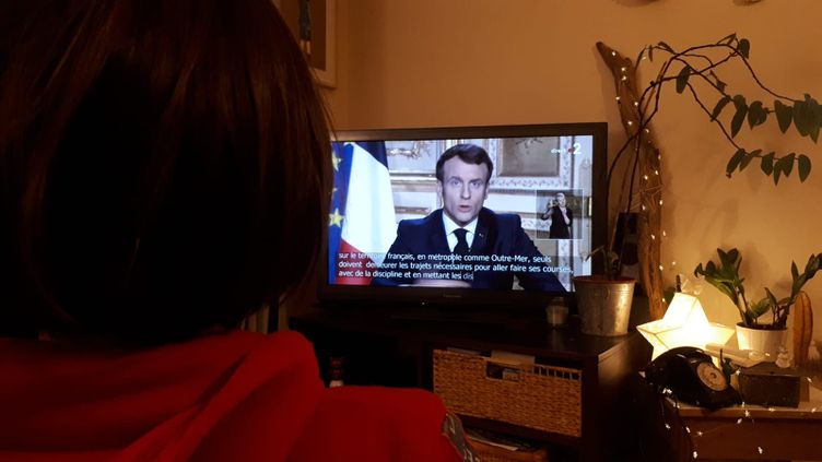 L'allocution d'Emmanuel Macron lundi 16 mars. (STÉPHANIE BERLU / FRANCE-INFO)