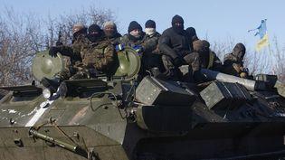 Des troupes ukrainiennes, àDebaltseve (Ukraine), le 17 février 2015. (ANATOLII STEPANOV / AFP)