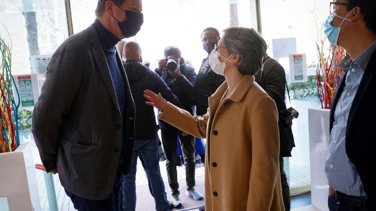 Yannick JadotetSandrine Rousseau à leur arrivée pour une réunion des leaders de gauche pour la présidentielle de 2022, le 17 avril 2021 à Paris. (THOMAS SAMSON / AFP)