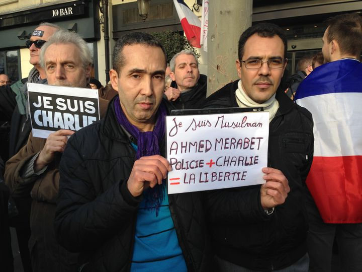 Sadek et Mustapha, place de la République, à Paris, le 11 janvier 2015. (ILAN CARO / FRANCETV INFO)