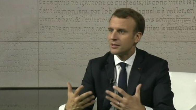 Emmanuel Macron lors d'ujne entretien avec France 2 à Abu Dhabi, le 8 novembre 2017 (FRANCE 2)