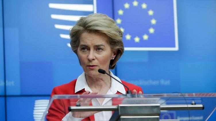 La présidente de la Commission européenne,Ursula von der Leyen, donne une conférence de presse, le 17 mars 2020 à Bruxelles. (ARIS OIKONOMOU / AFP)