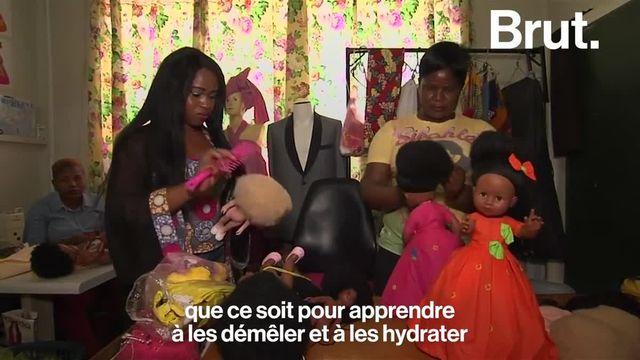 En Afrique du Sud, Caroline Hlahla et Khulile Vilakazi-Ofosu ont conçu des poupées à l'image des enfants qui y jouent.