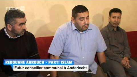 Les principaux dirigeants d'«Islam» en 2012: (de gauche à droite) son président Abdelhaye Bakkili-Tahiri et ses deux conseillers communaux Rédouane Ahrouch (Anderlecht) et Lhoucine Aït-Jeddig (Molenbeek-Saint-Jean). (DR / capture d'écran)