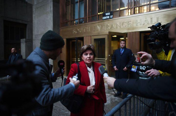 L'avocate américaine Gloria Allred arrive à la Cour suprême de New York (Etats-Unis) pour l'ouverture du procès d'Harvey Weinstein, le 6 janvier 2020. (JOHANNES EISELE / AFP)