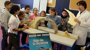 La fête de la science vécue dans une école primaire à Forbach (Lorraine), le 11 octobre 2016. (MAXPPP)