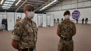 Le soldat Oldfield à gauche, le caporal suppléant Hughes à droite. (Richard Place / RADIO FRANCE)