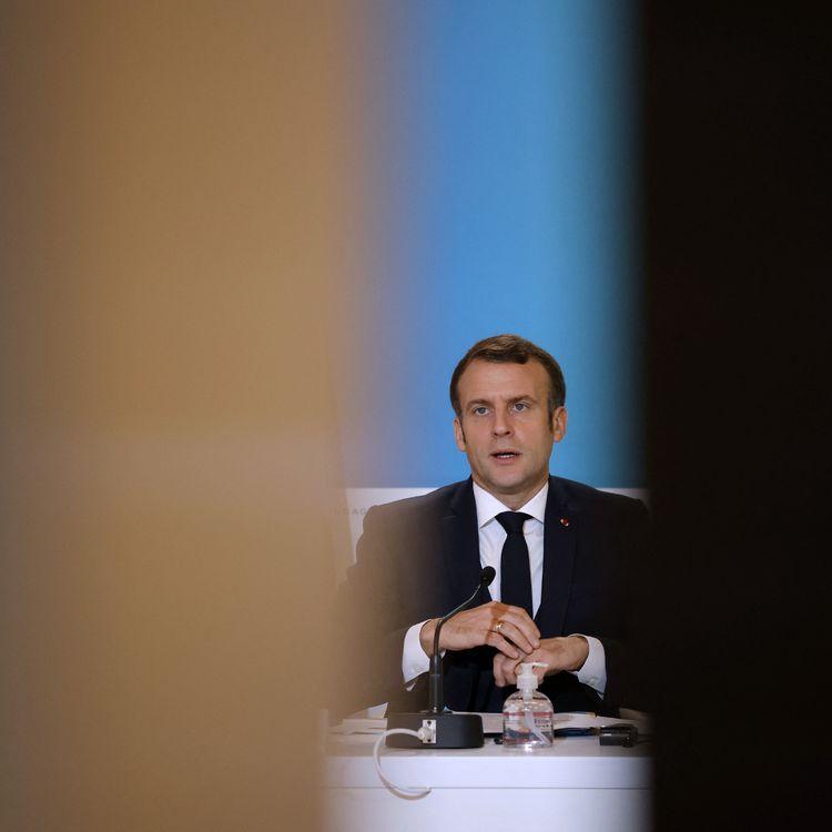 Le président de la République, Emmanuel Macron, lors d'une vidéo conférence sur le climat, à l'Elysée, le 12 décembre 2020. (YOAN VALAT / AFP)