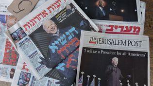 La victoire de Joe Biden à l'élection présidentielle américaine fait la Une des journaux dimanche 8 novembre en Israël. (DEBBIE HILL / MAXPPP)