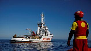 Le bateau de l'ONG Proactiva Open Arms, le 31 janvier, en mer Méditerranée. (ALKIS KONSTANTINIDIS / AFP)
