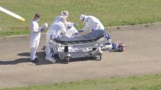 À Mulhouse (Haut-Rhin), face au refus de nombreux soignants de se faire vacciner, l'hôpital est en crise et manque de personnel. Reportage. (FRANCE 2)