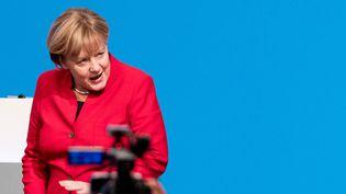 Angela Merkela défendu mardi 6 décembre sa candidature à un quatrième mandat de chancelière. (MICHAEL KAPPELER / DPA)
