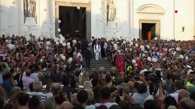 Viaduc de Gênes : hommages, émotion et colère en Italie