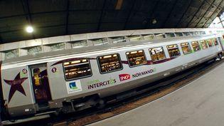 Un train Corail Intercités gare Saint-Lazare à Paris, le 10 octobre 2007. (JEAN AYISSI / AFP)
