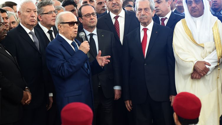 Le président tunisien Beji Caid Essebsi et le président français François Hollande, le 29 mars 2015 à Tunis (Tunisie). (FETHI BELAID / AFP)