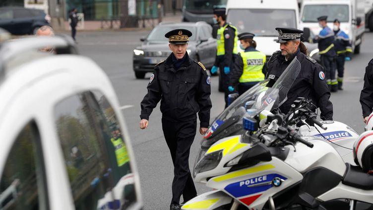 Le préfet de police Didier Lallement lors d'une opération de police à Paris, vendredi 3 avril 2020. (GEOFFROY VAN DER HASSELT / AFP)