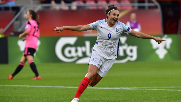 L'attaquante de l'Angleterre, Jodie Taylor, toute à sa joie de buteuse contre l'Ecosse (TOBIAS SCHWARZ / AFP)