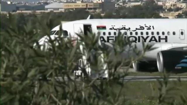 Malte : des passagers de l'avion détourné sont libérés