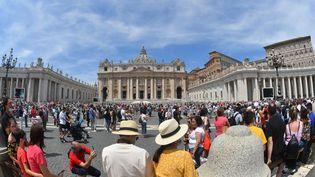 La place Saint-Pierre du Vatican, en juin 2021. (ALBERTO PIZZOLI / AFP)