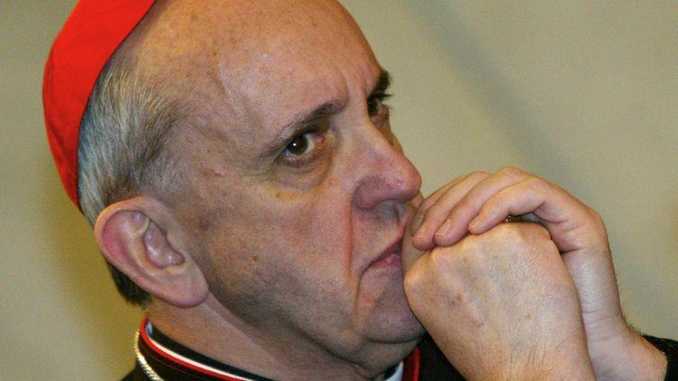 Le cardinal de Buenos Aires (Argentine),Jorge Mario Bergoglio,au Vatican, le 17 octobre 2003. (PATRICK HERTZOG / AFP)