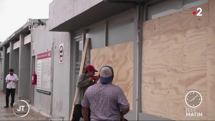 Le Mexique se prépare à l'arrivée de l'ouragan Delta (France 2)