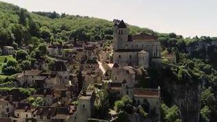 Destination France : Saint-Cirq-Lapopie, le joyau médiéval qui surplombe le Lot. (FRANCE 2)