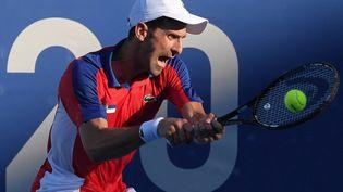 Novak Djokovic a souffert et s'est incliné face à l'Espagnol Pablo Carreno Busta dans un match pour la médaille de bronze. (TIZIANA FABI / AFP)