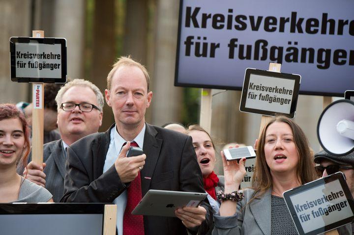 Martin Sonneborn, la tête de liste du parti satirique Die Partei, le 13 septembre 2013 à Berlin (Allemagne). (MAXPPP)