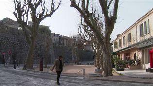 Les communes de la Côte d'Azur vont expérimenter le confinement localisé dès le week-end du samedi 27 et dimanche 28 février. Certains villages ont été surpris d'être concernés, à l'image de Saint-Paul-de-Vence, dans les Alpes-Maritimes. (France 3)
