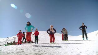 Envoyé spécial. Les filles du Bamyan Ski Club bousculent la société traditionnelle afghane (FRANCE 2 / FRANCETV INFO)